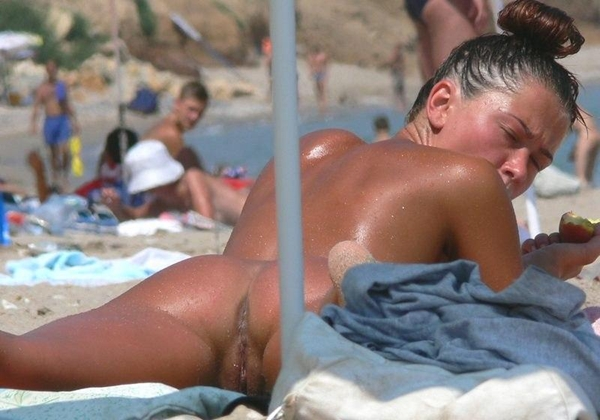 Nude beach women amateur