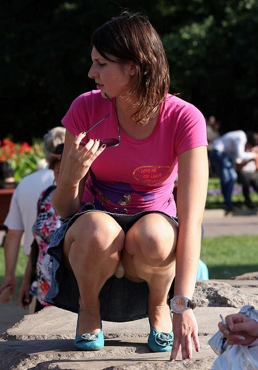 Underwear Upskirt Booty Shaking Upskirt; Amateur Public