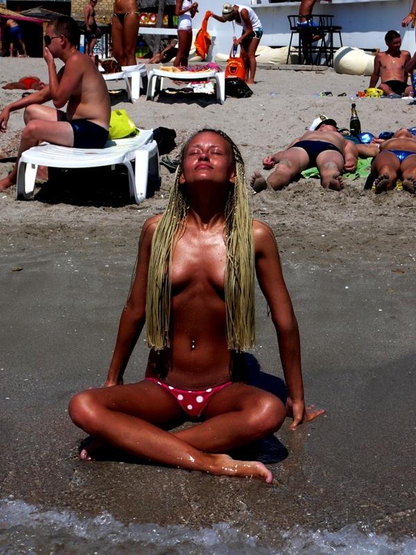 Pussy on Beach - Sex In The Beach; Amateur Beach