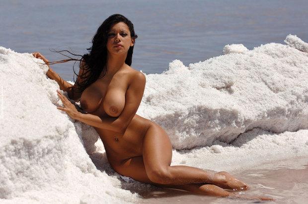 Zahyra Amat; Babe Brunette