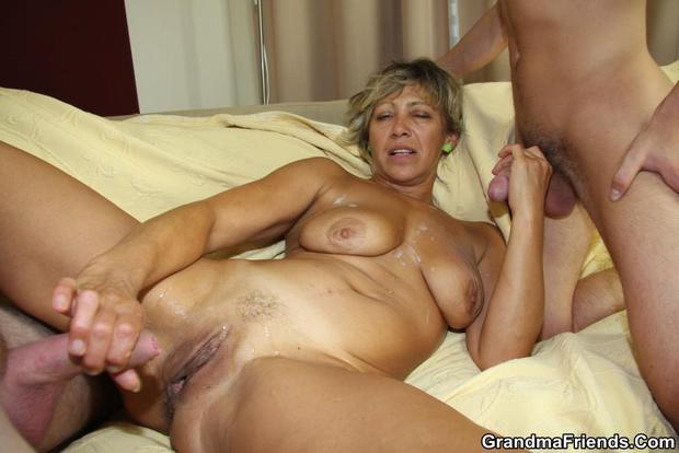 Excellent cumshot from hot milf