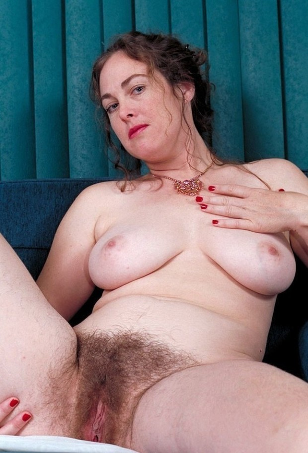 Big brunette mature natural tit