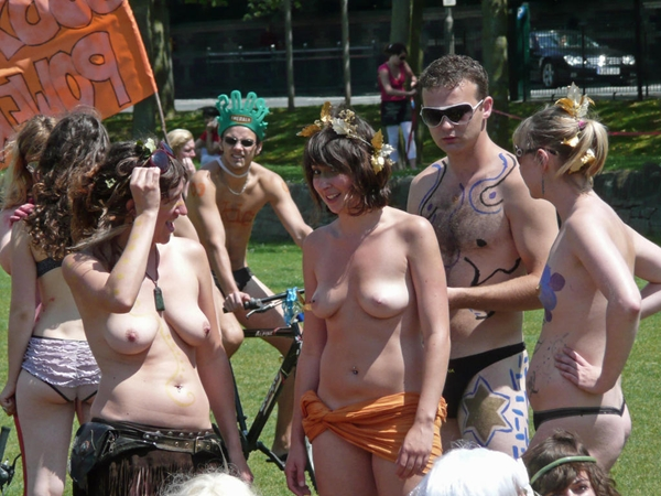 Boobs on Public - Outdoor And Public Sex; Amateur Public
