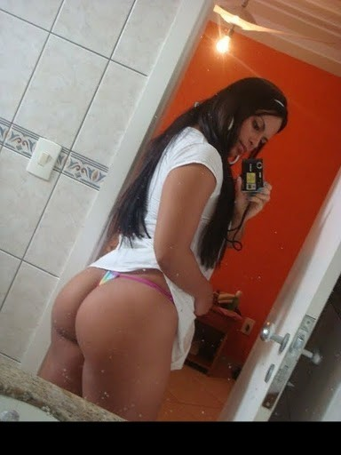 Latin girl booty selfshot; Amateur Hot